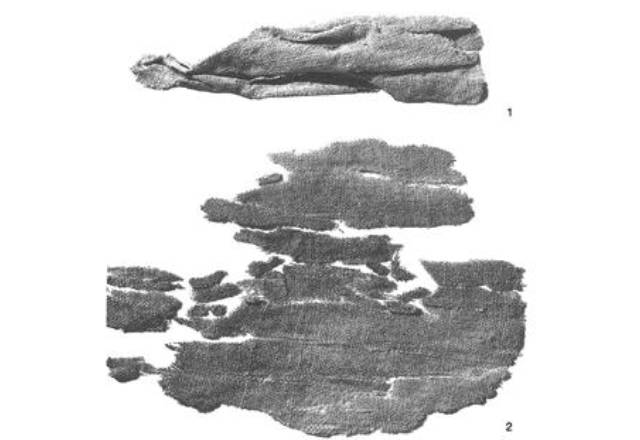 Line tissue from grave 24 of El Argar before and after its cleaning (Hundt 1991: fig. 30)